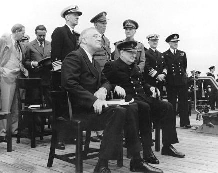 Bron: U.S. Naval Historical Center Photograph #: NH 67209 : http://www.history.navy.mil/photos/sh-fornv/uk/uksh-p/pow12.htm. Donation of Vice Admiral Harry Sanders, USN (Retired), 1969.