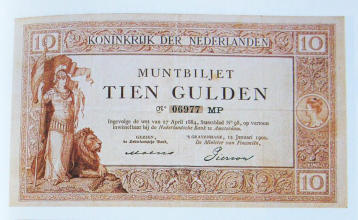 "Bron: Scan from Hans Jacobi and Bert van Beek, Geld van het Koninkrijk, Amsterdam: Pampus Associates, 1988, ISBN 90-9002124-8 Scan by the uploader of a reproduction of a ""muntbiljet"" (""coin voucher"") issued by the Dutch government in 1900. The designer of"