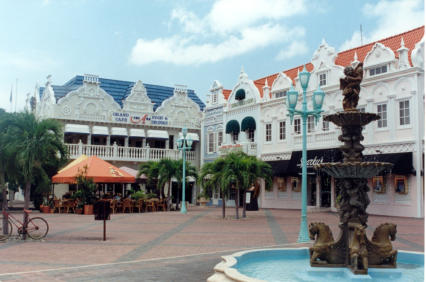 Licensed under CC BY 1.0 via Wikimedia Commons - https://commons.wikimedia.org/wiki/File:Centrum_Oranjestad.jpg#/media/File:Centrum_Oranjestad.jpg